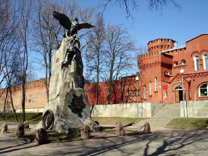 памятник героям отечественной войны 1812 года в городе Смоленске
