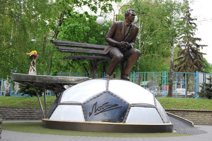 Памятник Лобановскому в Киеве