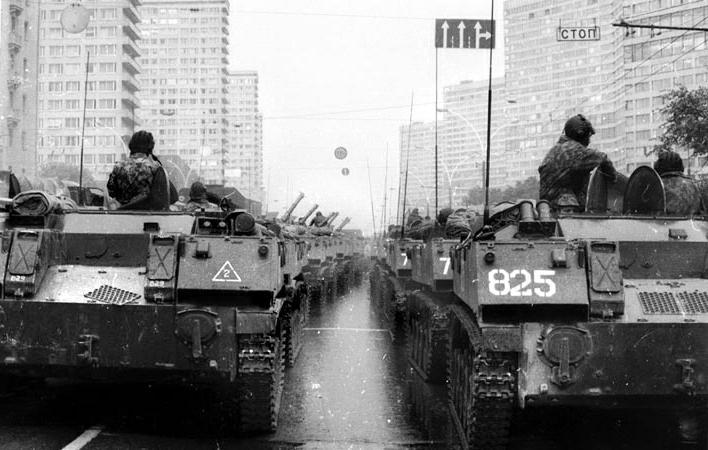 Обстрел Верховного Совета. Танки в Москве